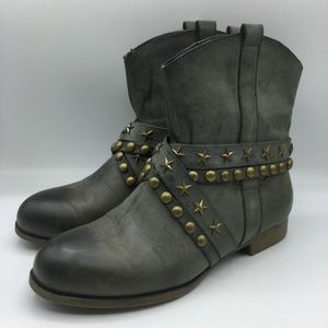 Leila Stone Gray Fredrique Star Studded Boots